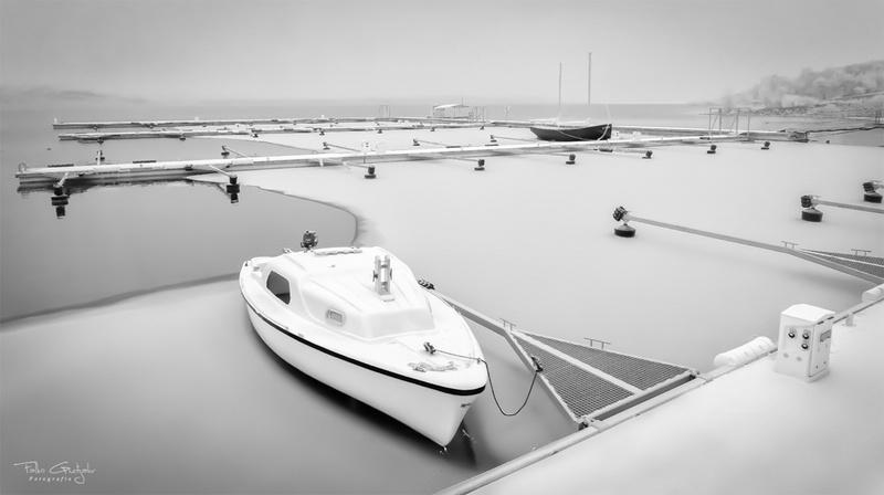Boot im Eis am Geiseltalsee (Januar 2017)